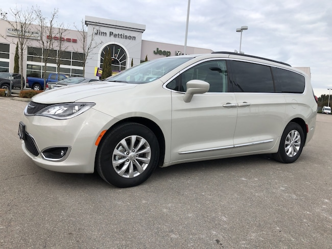 2017 Chrysler Pacifica Touring-L,Clearance ! Mini-van Passenger