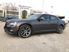 2018 Chrysler 300 300S.Sport,Like new ! Car