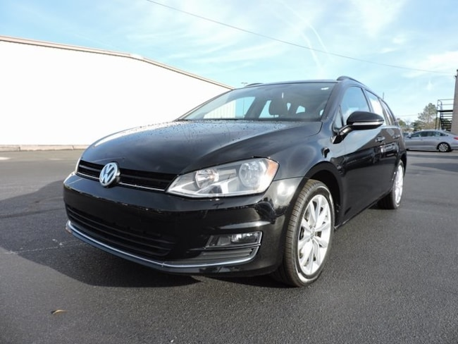 Used  2017 Volkswagen Golf Sportwagen SE Wagon in Greenville