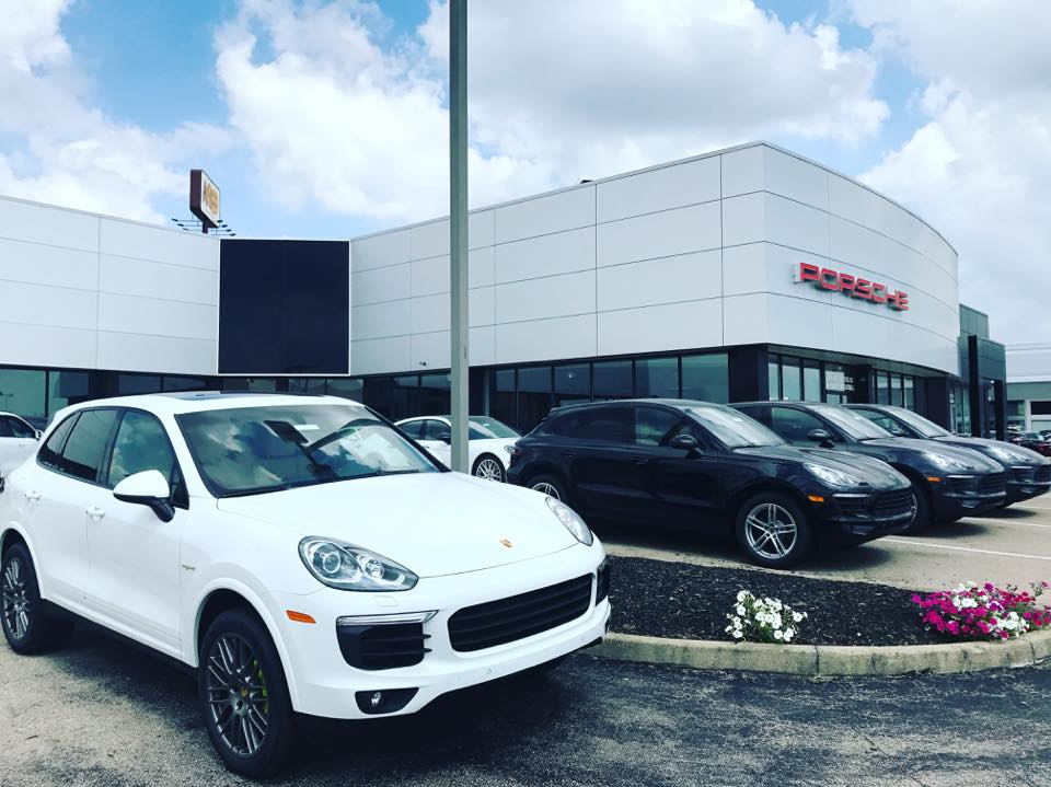 kings auto mall dealer photo.jpg