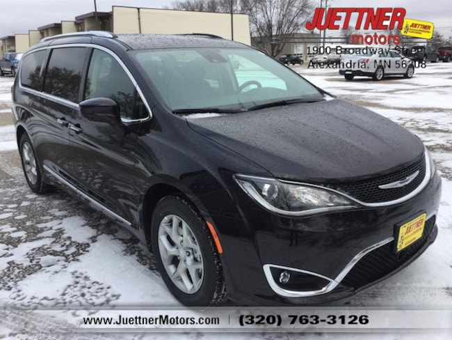 New 2019 Chrysler Pacifica TOURING L Passenger Van in Alexandria, MN