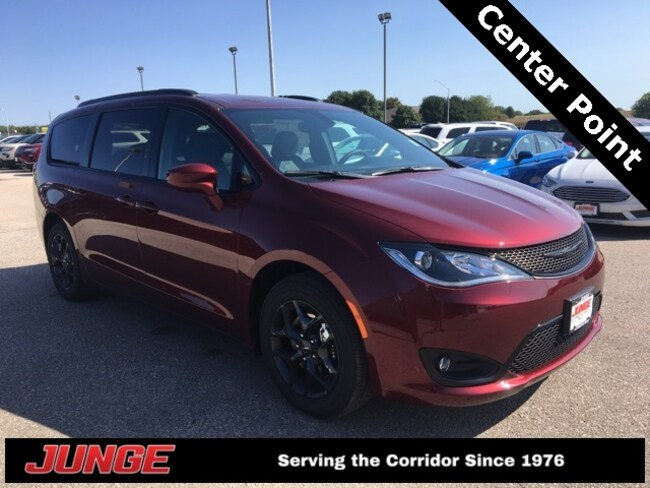 New 2019 Chrysler Pacifica TOURING L PLUS Passenger Van in Center Point, IA