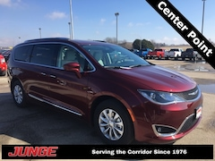 New 2019 Chrysler Pacifica TOURING L Passenger Van 2C4RC1BG0KR653225 in Center Point, IA