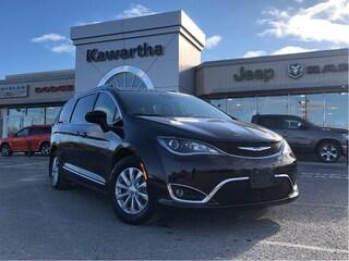 2018 Chrysler Pacifica Van Passenger