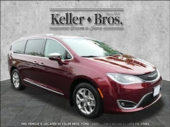 Buy a 2017 Chrysler Pacifica Limited Van in Lititz