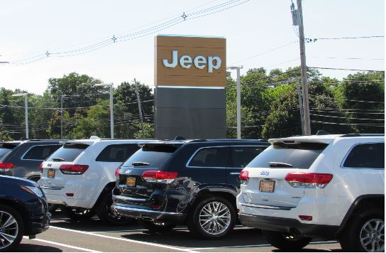 Pre-Owned Jeep Vehicles Outside of Kelly Jeep Chrysler in Lynnfield, MA
