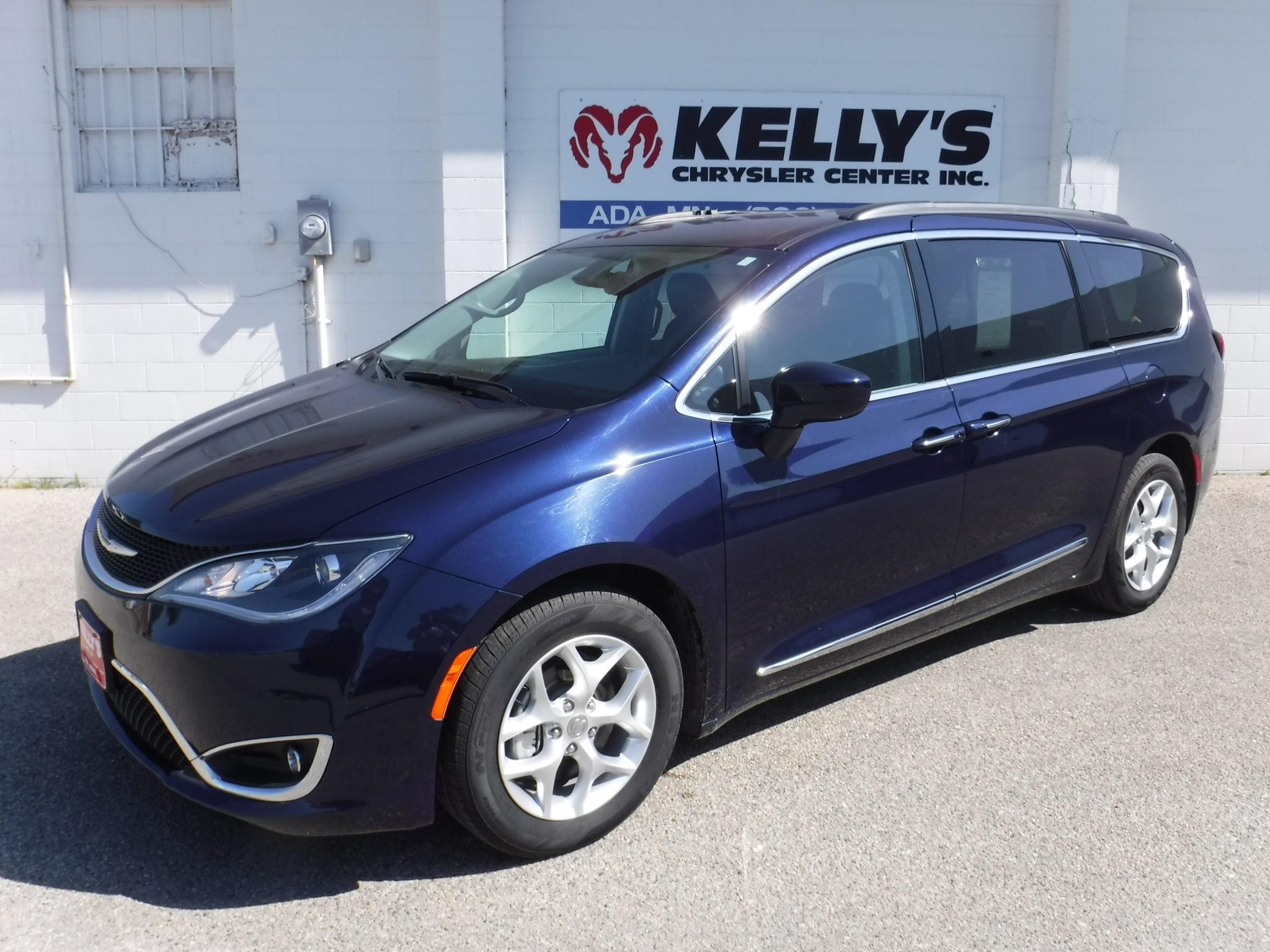 2017 Chrysler Pacifica Touring-L w/ Heated Leather/AutoStart/NAV/Stow-N-G Van