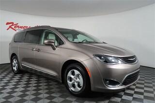 2018 Chrysler Pacifica Hybrid Touring L Van