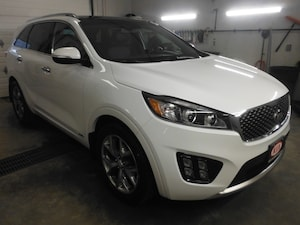 2016 Kia Sorento 2.0L SX Blue Tooth, Navigation