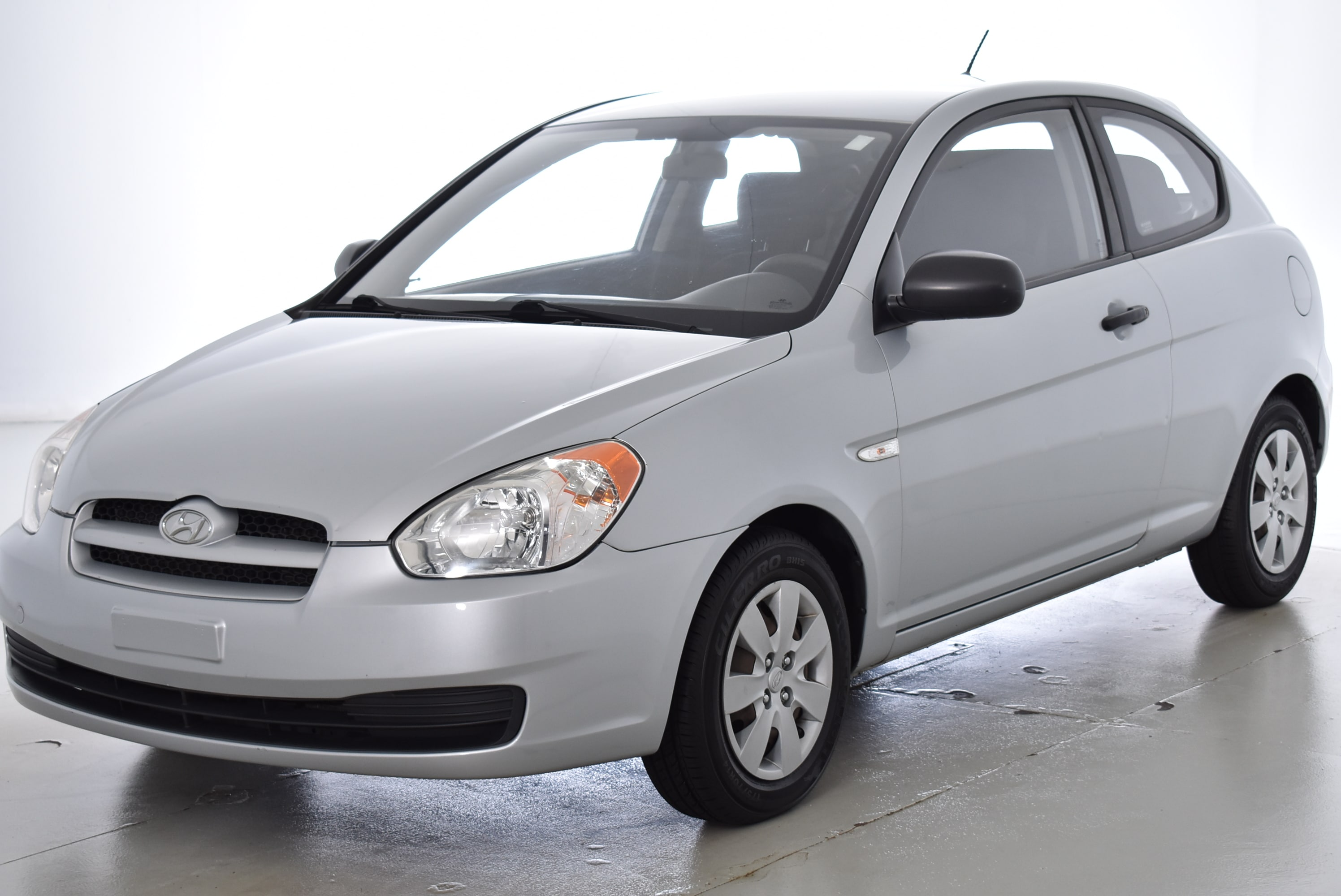 ... 2010 Hyundai Accent Hatchback ...