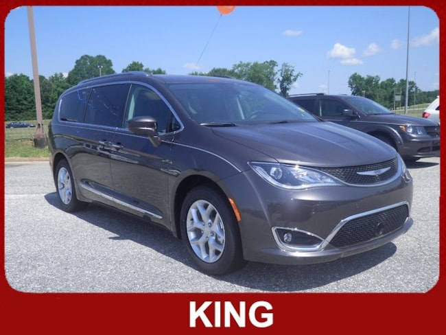 2018 Chrysler Pacifica TOURING L PLUS Front-wheel Drive Passenger Van
