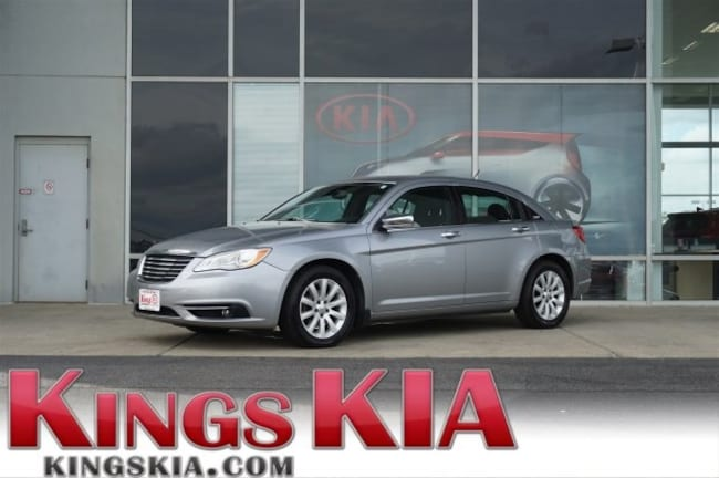 Used 2013 Chrysler 200 Limited Sedan for sale in Cincinnati OH