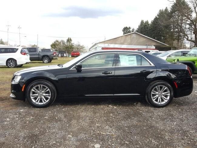 New 2019 Chrysler 300 TOURING Sedan For Sale/Lease Kent, OH
