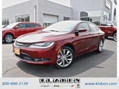 2016 Chrysler 200 Sdn S FWD Sedan