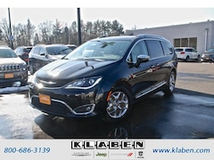 2017 Chrysler Pacifica Limited FWD Minivan