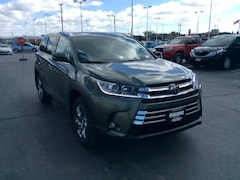 New 2019 Toyota Highlander Limited Platinum V6 SUV in Appleton