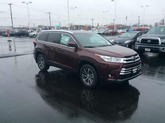 New 2019 Toyota Highlander XLE V6 SUV in Appleton
