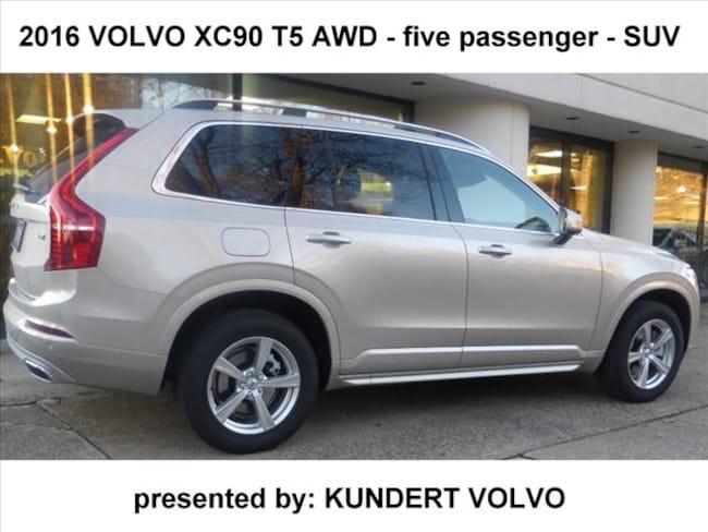 2016 Volvo XC90 T5 Momentum AWD SUV