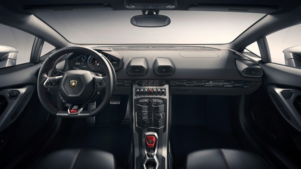 Interior view of the Lamborghini Huracan LP 610-4