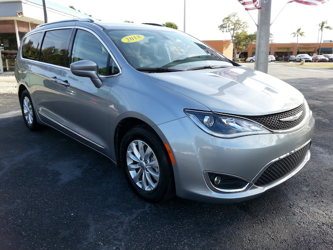 Used 2018 Chrysler Pacifica Touring L Van near Fort Myers
