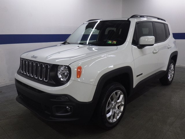 2017 Jeep Renegade Latitude 4x4 w/ Back Up SUV