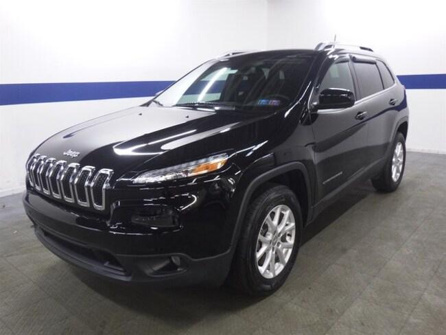 2017 Jeep Cherokee Latitude V6 4x4 w/ Heated Seats and Back Up SUV
