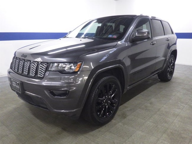 2017 Jeep Grand Cherokee Altitude 4x4 w/ Blackout Rims and Back Up SUV