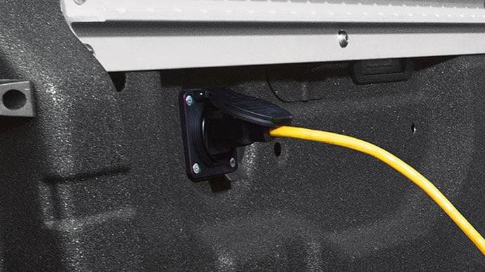 2017 Nissan Titan truck bed 120-v outlet