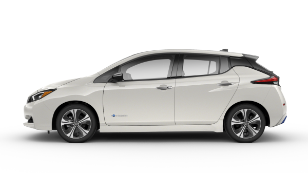 New 2018 Nissan Leaf electric car for sale at Council Bluffs Nissan dealership near Lincoln