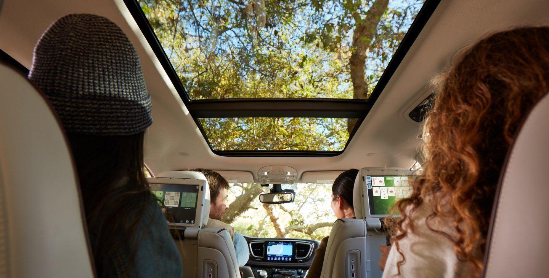 2018 Chrysler Pacifica Hybrid White Interior