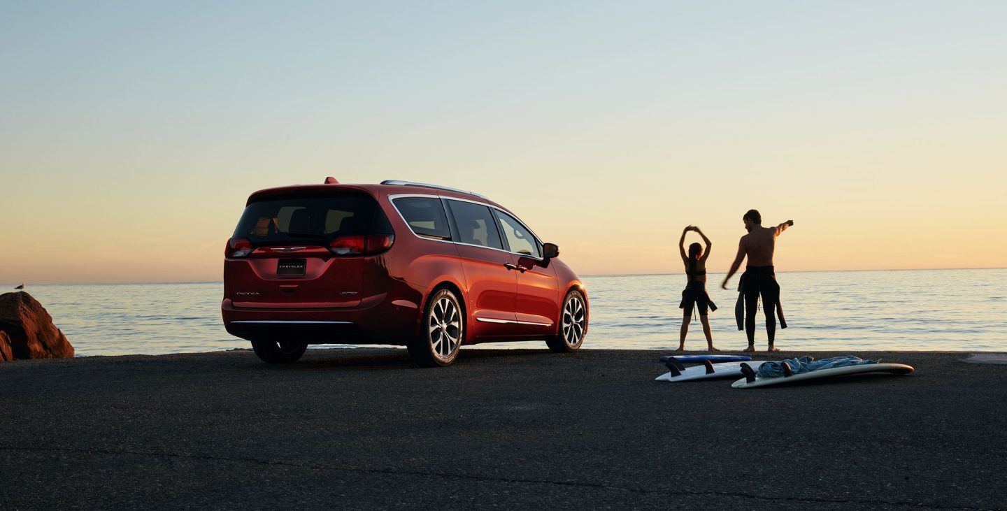 2018 Chrysler Pacifica Rear Red Exterior Beach