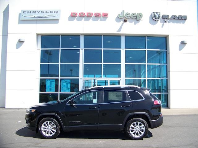 New 2019 Jeep Cherokee LATITUDE FWD For Sale in Visalia CA
