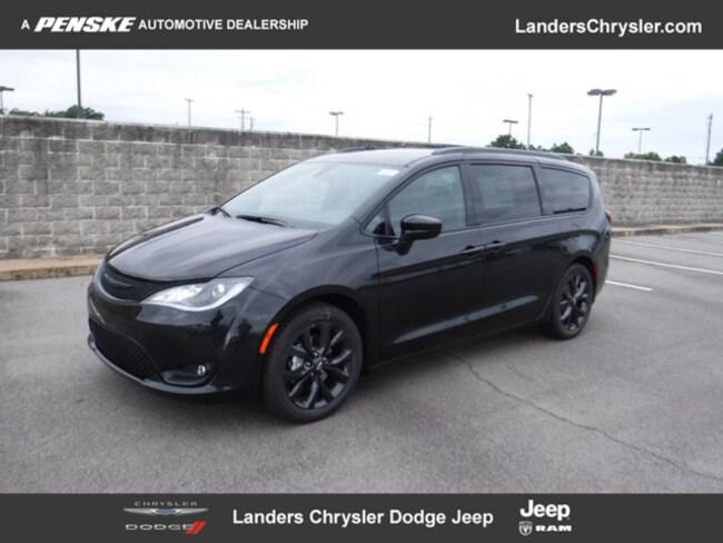 New 2019 Chrysler Pacifica TOURING L PLUS Passenger Van in Benton, AR