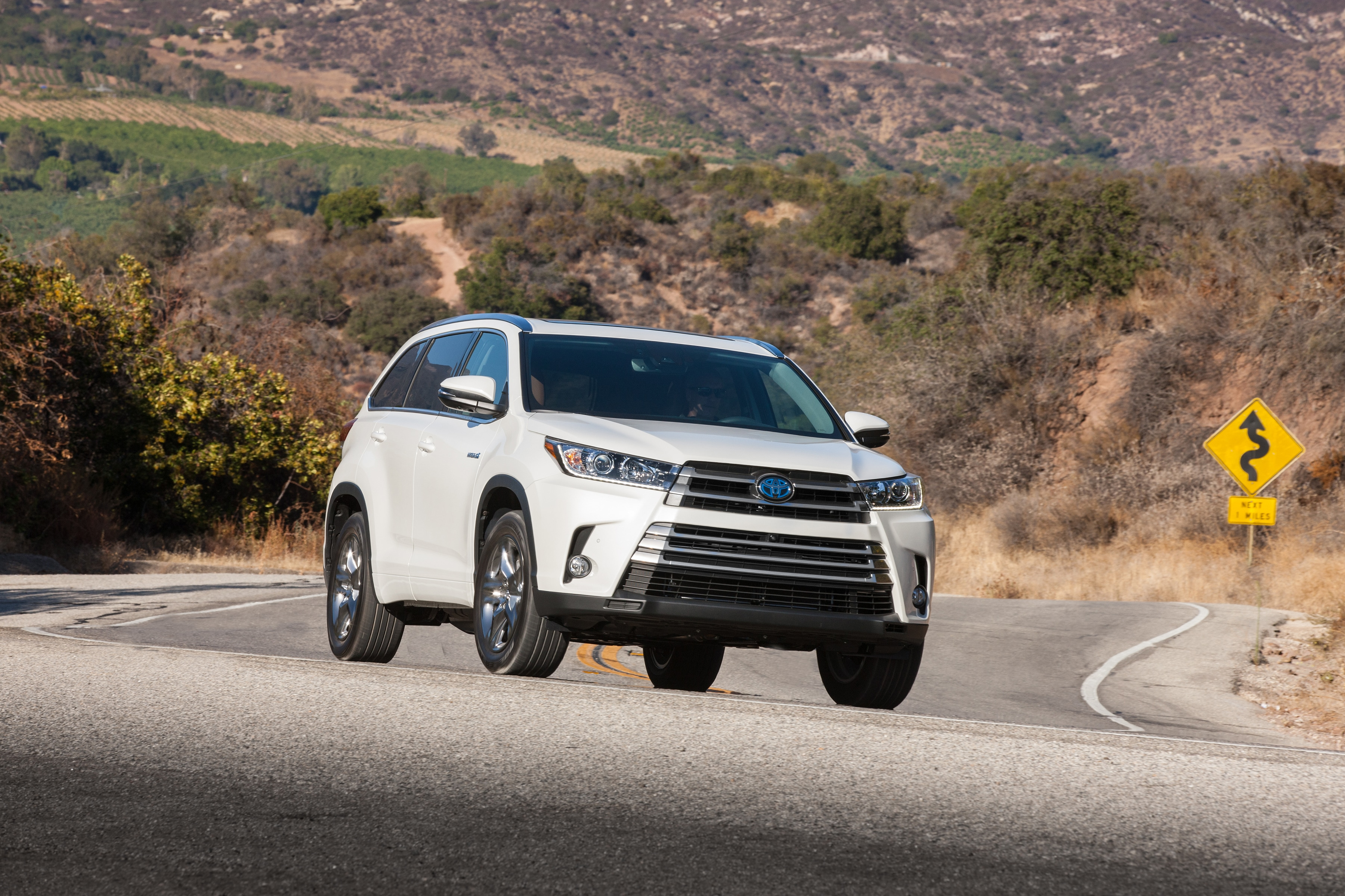 Toyota Highlander Owners Manual: Starting the engine
