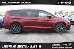 New 2019 Chrysler Pacifica TOURING L Passenger Van for sale in Springfield IL