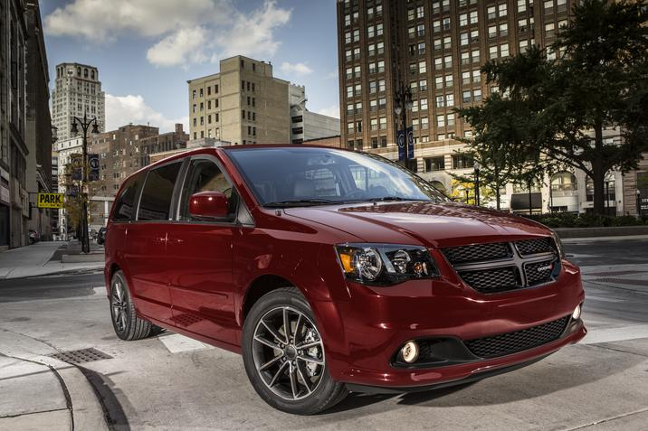 2018 Dodge Grand Caravan SXT Red Side Exterior