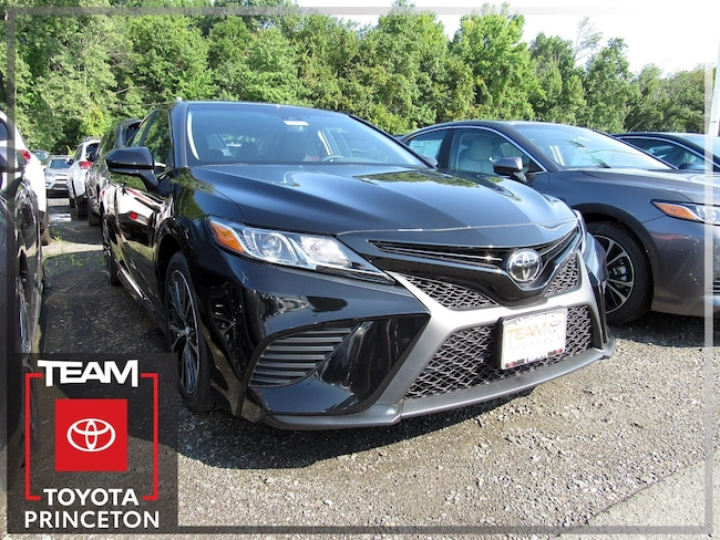 New 2018 Toyota Camry SE Sedan Front-wheel Drive Midnight Black 4T1B11HKXJU645617 I-4 cyl 2.5L Automatic D3180P Regular Unleaded In Lawrenceville