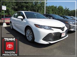 New 2018 Toyota Camry LE Sedan Front-wheel Drive Super White 4T1B11HK0JU572905 I-4 cyl 2.5L Automatic D1988P Regular Unleaded Lawrenceville NJ