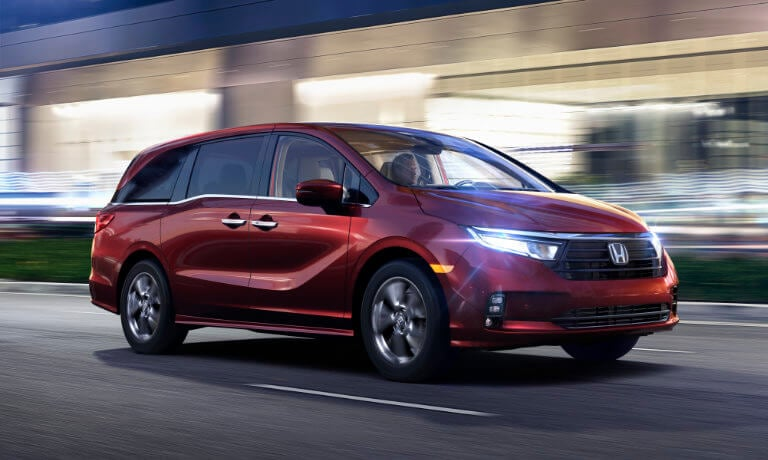 2021 Honda Odyssey Exterior Driving in the night