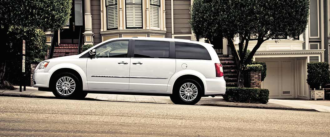 2015 Chrysler Town and Country Exterior Side View