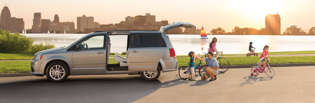 2015 Dodge Grand Caravan Exterior Side View
