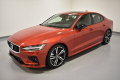 New 2019 Volvo S60 T6 R-Design Sedan 7JRA22TM0KG001590 near Cleveland