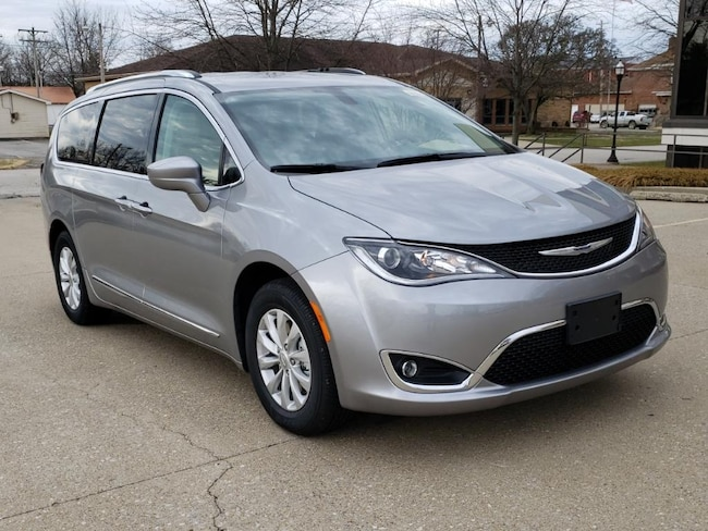 New 2019 Chrysler Pacifica TOURING L Passenger Van Fairfield IL