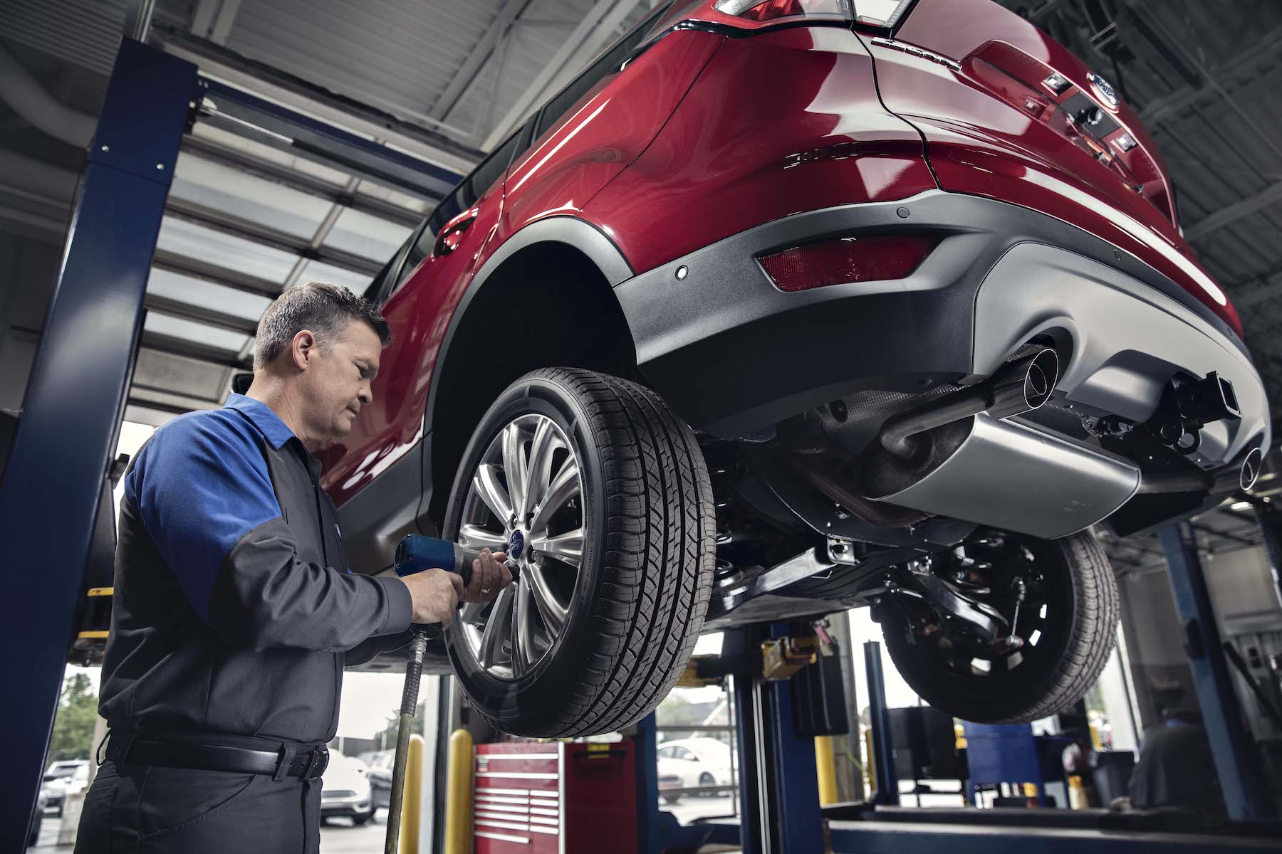 Len Stoler Ford is a Ford Dealership in Owings Mills near Woodlawn MD | technician repairing vehicle