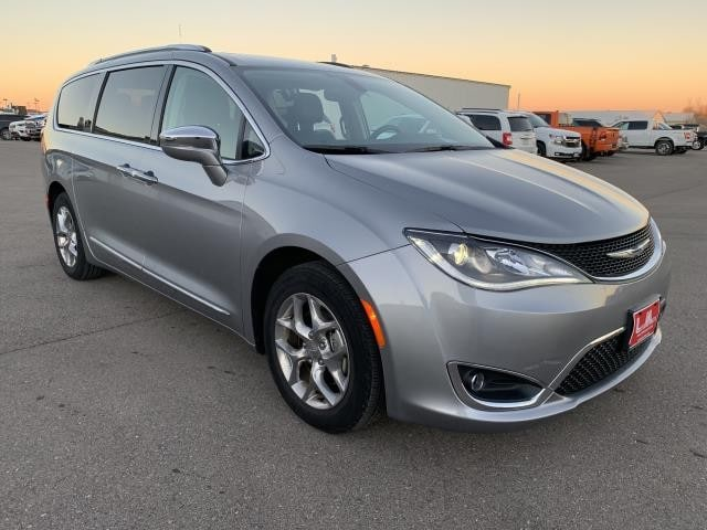 2018 CHRYSLER PACIFICA Limited Van - Mini