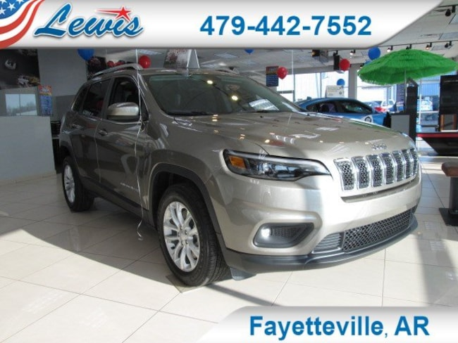 New 2019 Jeep Cherokee LATITUDE FWD Sport Utility in Fayetteville, AR