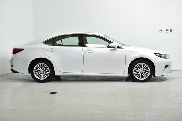 Used 2016 Lexus ES 350 with VIN JTHBK1GG2G2218028 for sale in Maplewood, Minnesota