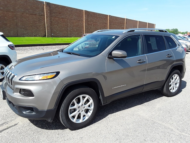 Used 2017 Jeep Cherokee Latitude 4x4 SUV in Litchfield