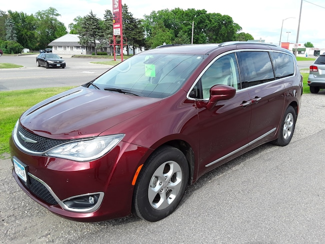 Used 2017 Chrysler Pacifica Touring-L Plus Van in Litchfield