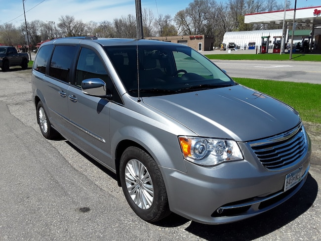 Used 2014 Chrysler Town & Country Limited Van in Litchfield